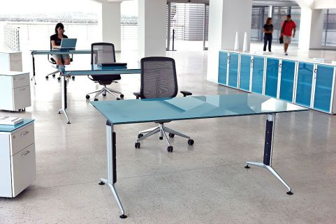 Travido Blue Glass Office Desks And Silver Frame With Black Mesh Task Chairs