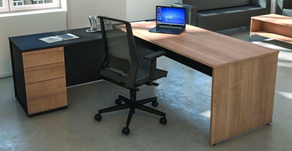 Valon Prime Executive Desk And Left Habd Return With Black Modestyt Panel