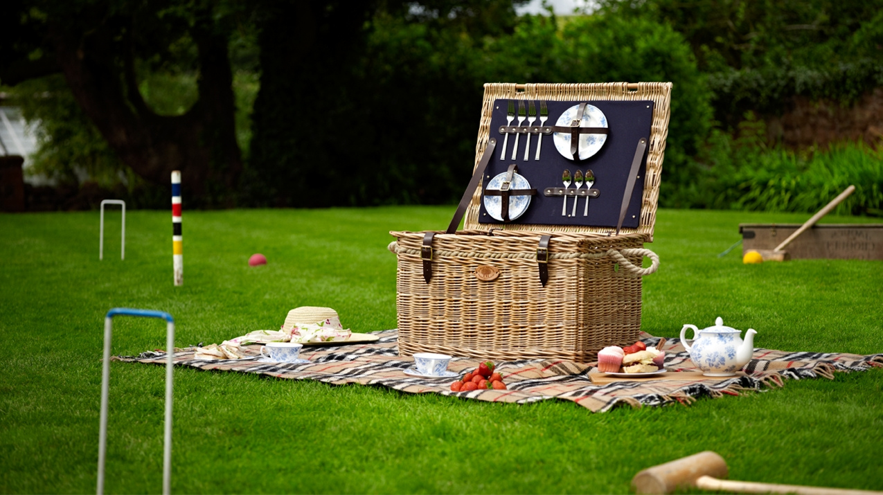 Willow Picnic Hamper