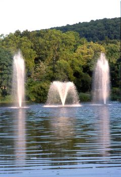 Comet Floating Lake Fountain