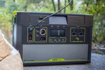 YETI 1000 + Boulder 200 Solar Generator Set